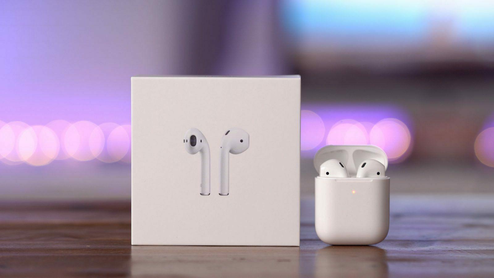 Wireless Earbuds w/ Charging Case Apple